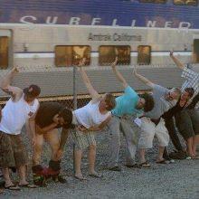 Тупые американцы встречают поезда