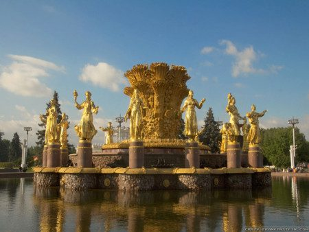 World___Russia_The_golden_fountain_in_moscow_048340_29