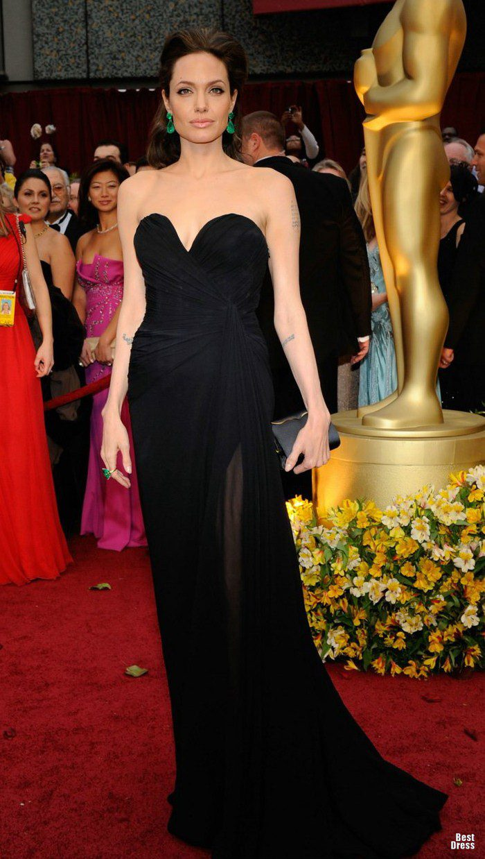 1315908420_angelina-jolie-dresses-09_5