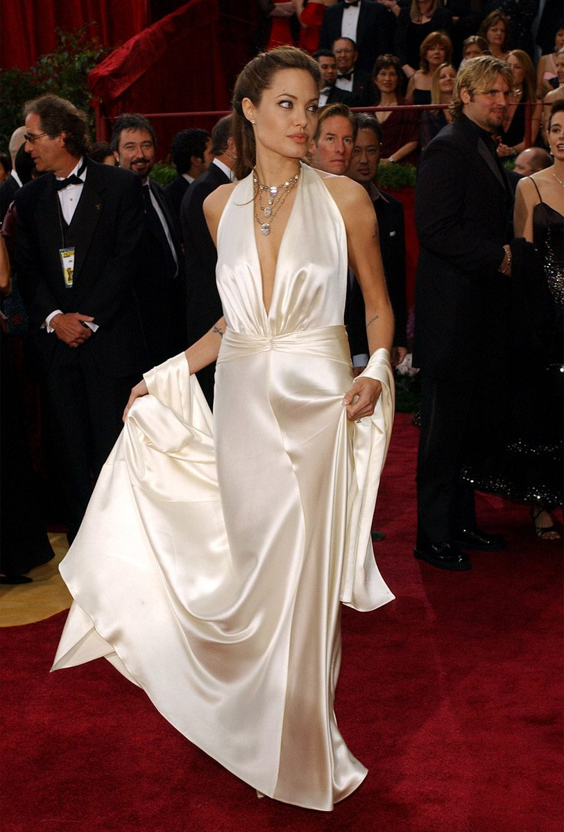 KRT ENTERTAINMENT STORY SLUGGED: OSCARS KRT PHOTO BY ABACA PRESS (March 1) Angelina Jolie arrives at the 76th Academy Awards on Sunday, February 29, 2004, in Los Angeles, California. (gsb) 2004