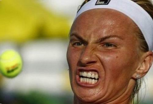 smeshnoe_lico_tennisistki