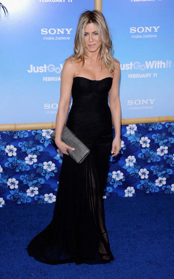 Elegant-look-of-Jennifer-Aniston-Evening-Dress-as-Her-Gown-578x927