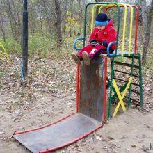Приколы на детской площадке. (11 фото)