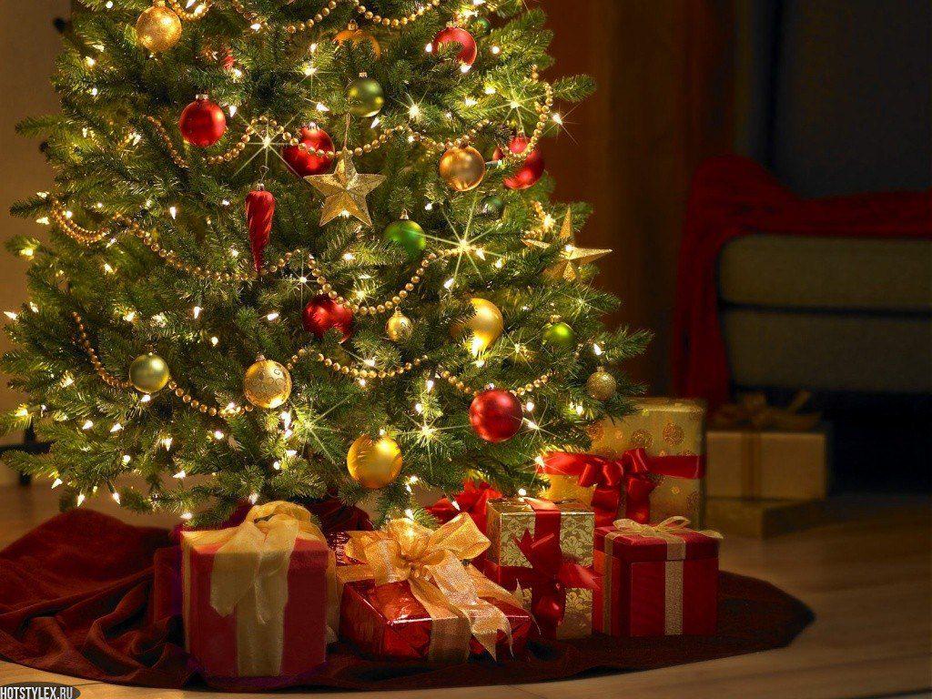 Подарки под елкой в новый год.