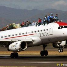 Приколы в самолете. (11 фото)