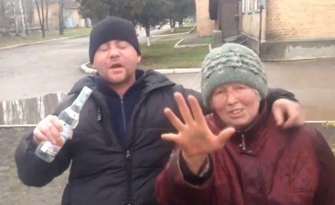 Фото старой бомжихи, русская девушка лижет попу парню смотреть