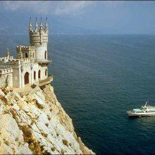 Красивые замки на скале (40 фото)