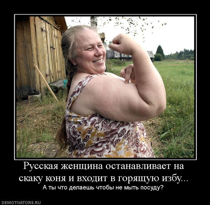 563192_russkaya-zhenschina-ostanavlivaet-na-skaku-konya-i-vhodit-v-goryaschuyu-izbu