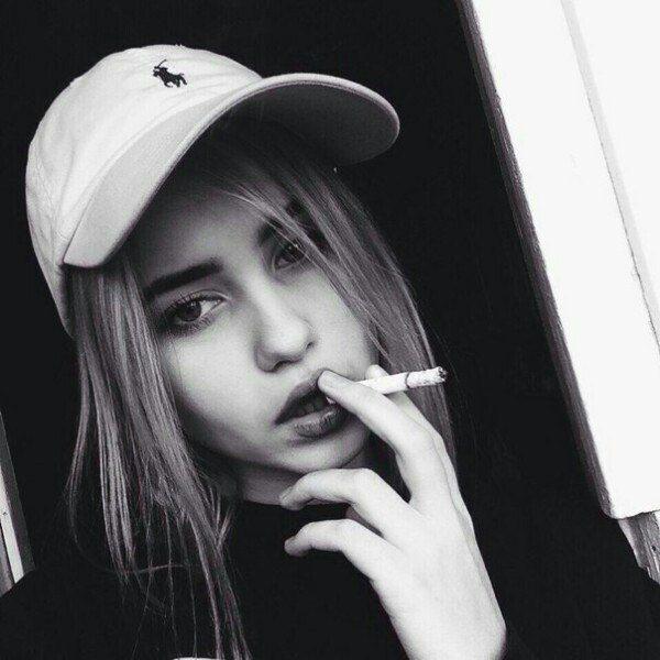 naklonilas-foto-seksualniy-devushek-na-avu-pered-starim-elitniy