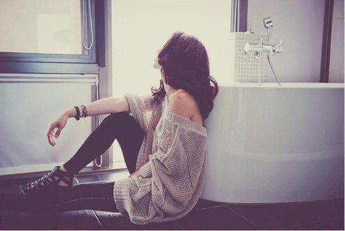 Девушка сидящая в профиль — pic 10