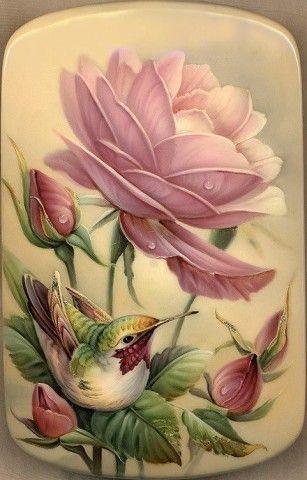 Нарисованные колибри и цветы