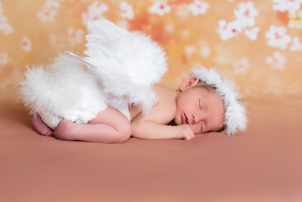 что фото ангелочка с крыльями трехуровневая площадка