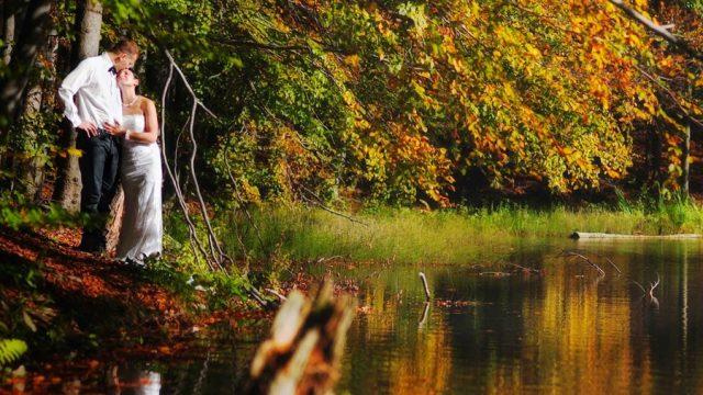 фото влюбленных пар осенью