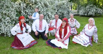 Красивые картинки с Всеукраинским днем работников культуры и аматоров народного искусства 2019 (10 фото)