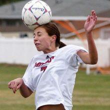 Смешные фотографии футболистов отбивающих мяч головой