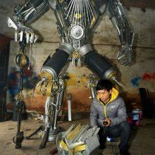 Отец с сыном создают огромных роботов Трансформеров (9 фото)