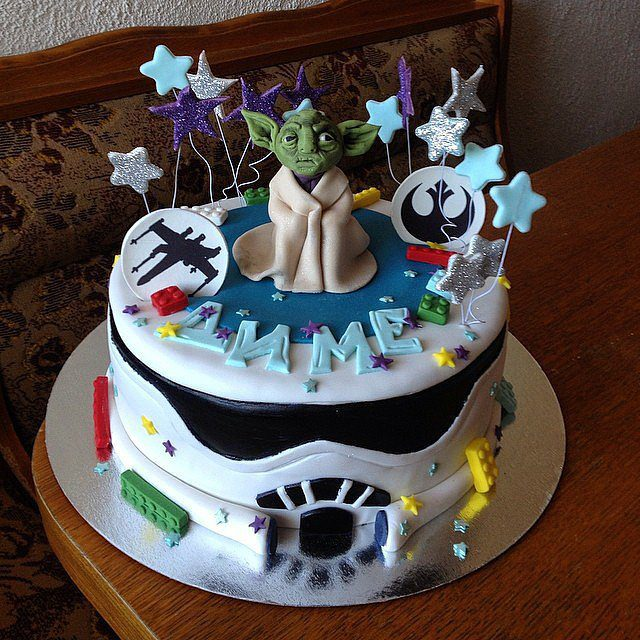 A-Yummy-Yoda-Birthday-Cake