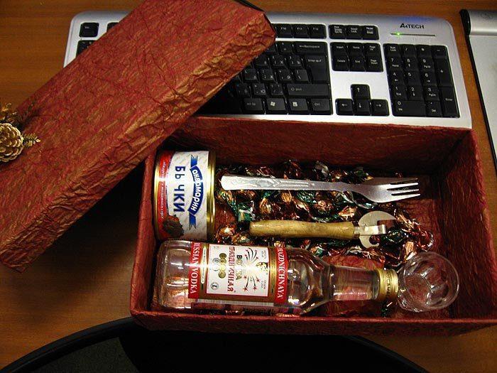 Прикольный подарок на день рождения мужу своими руками