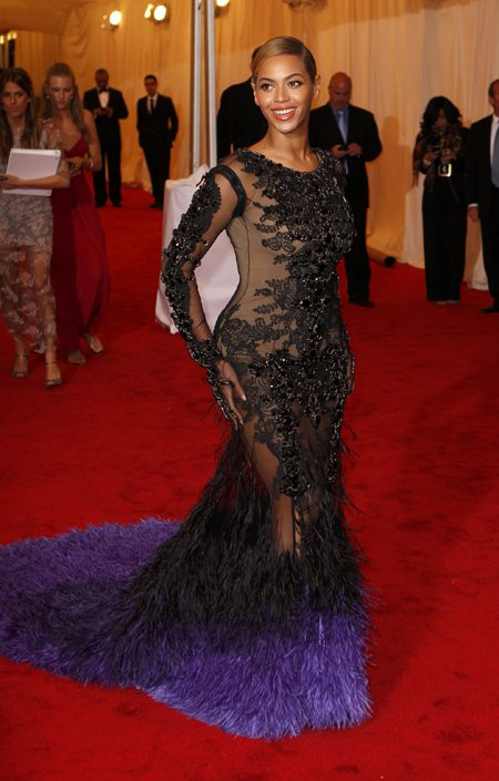 """Singer Beyonce arrives at the Metropolitan Museum of Art Costume Institute Benefit celebrating the opening of the """"Schiaparelli and Prada: Impossible Conversations"""" exhibition in New York, May 7, 2012. REUTERS/Lucas Jackson (UNITED STATES - Tags: ENTERTAINMENT FASHION)"""