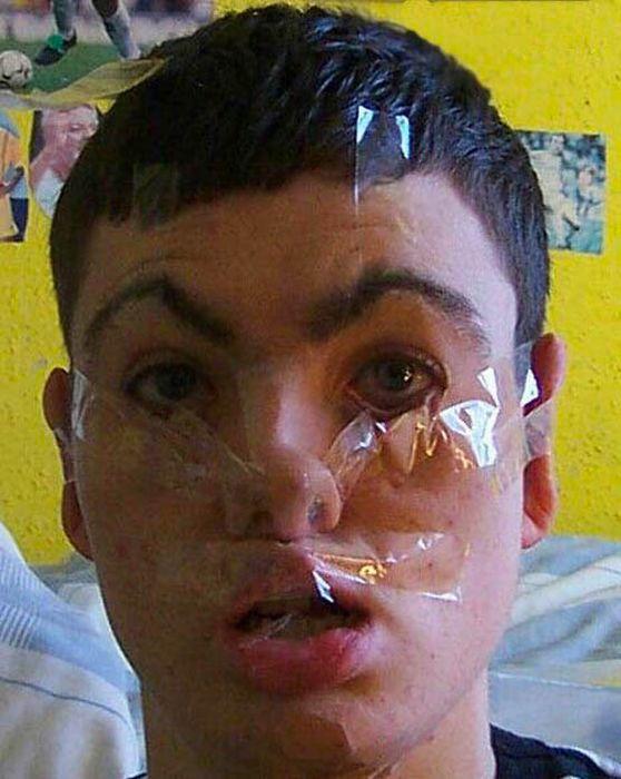 1295000568_tape_face_17