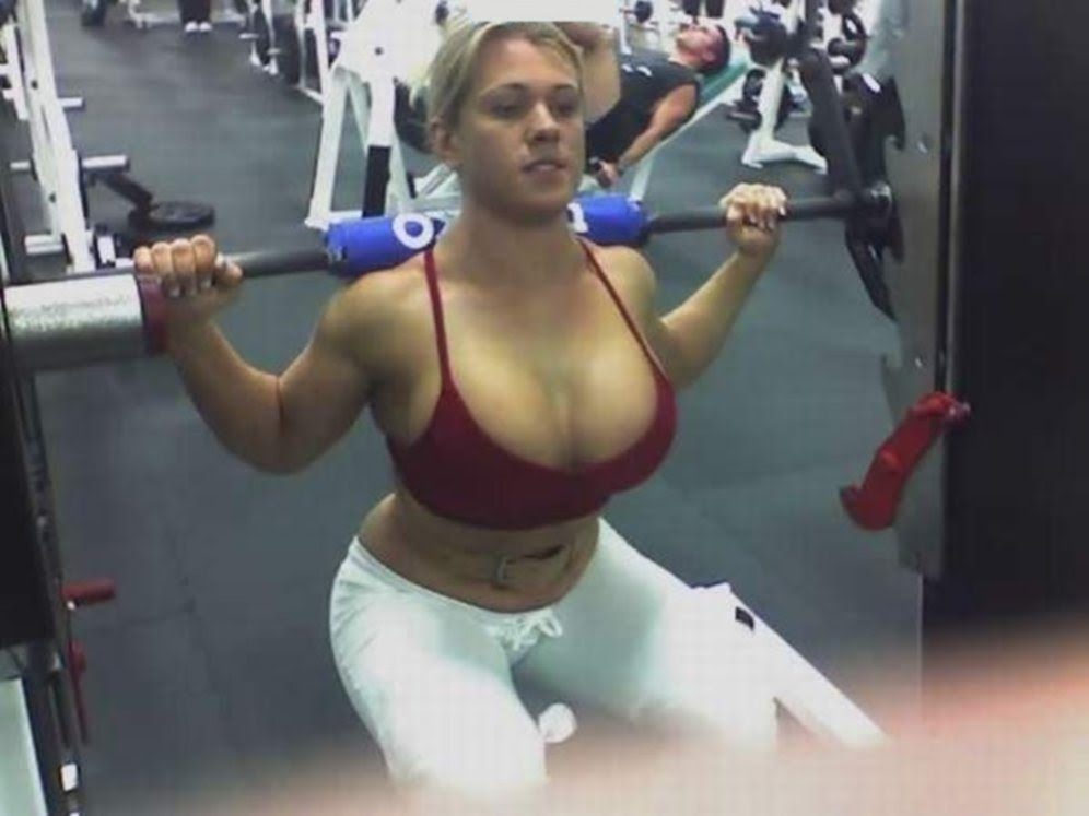 Пышка в спортзале порно фото
