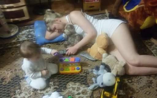 фото спящей голой пьяной мамы