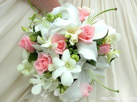 Цветы в коробке на белом фоне 90