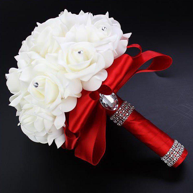 Красивые цветы на белом фоне