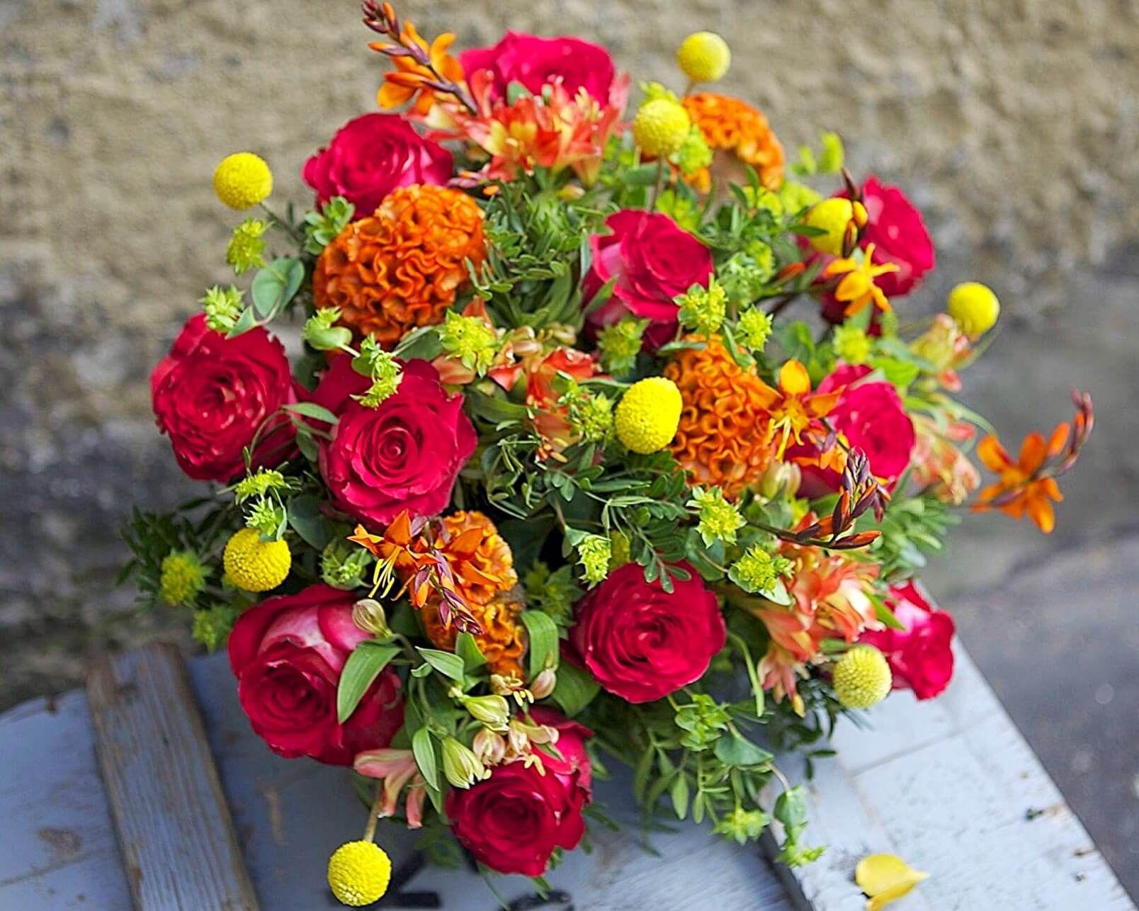 Красивый яркий букет цветов