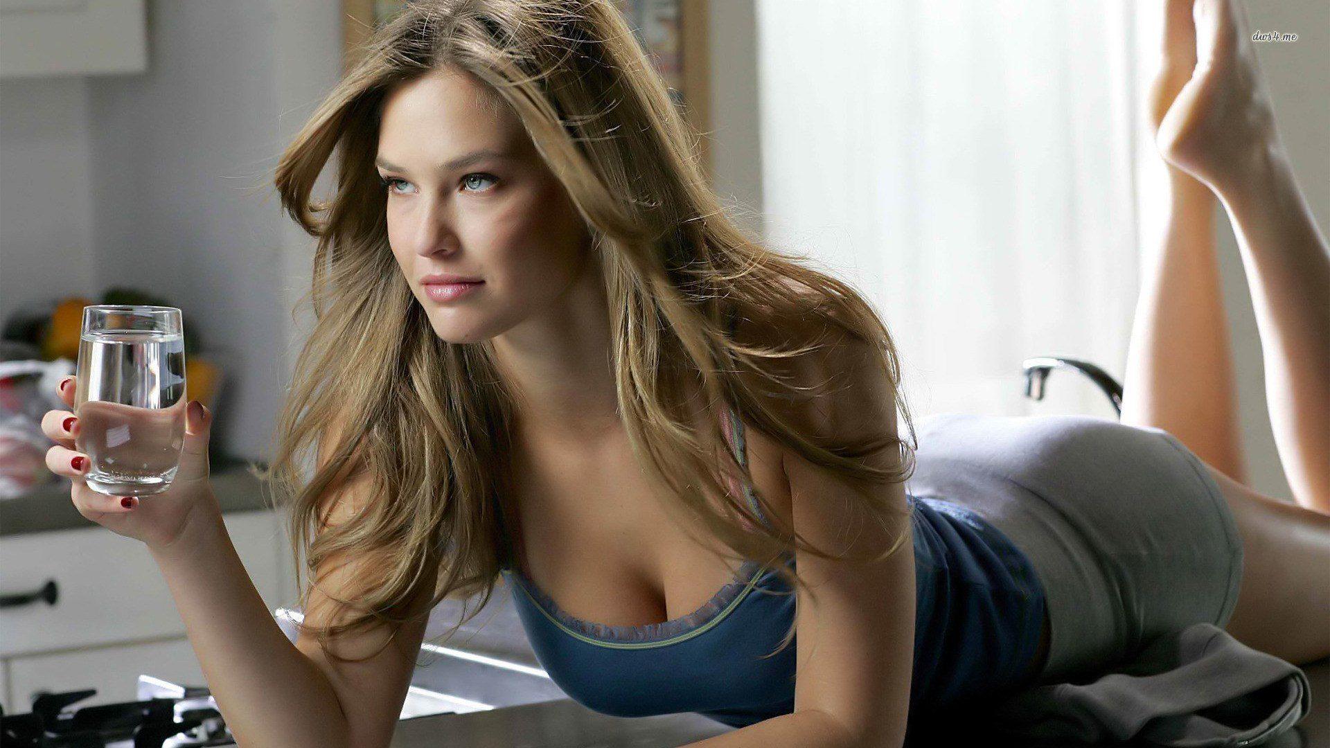 Красивые девушки в красивом нижнем белье на рабочий стол