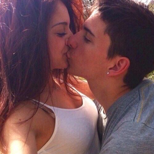 Фото брюнет которые целуються с парнями