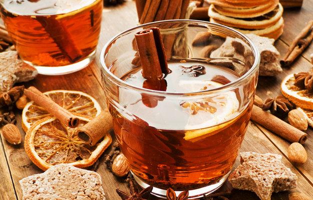 Чашка кофе фото на столе