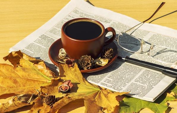 Осенние листья и чашка кофе